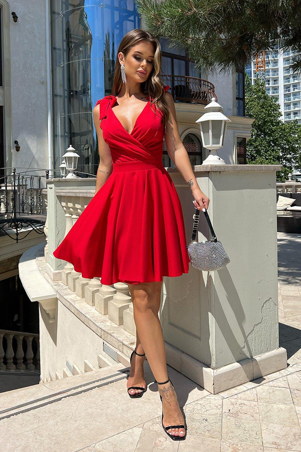 Červené krátke šaty s mašličkami