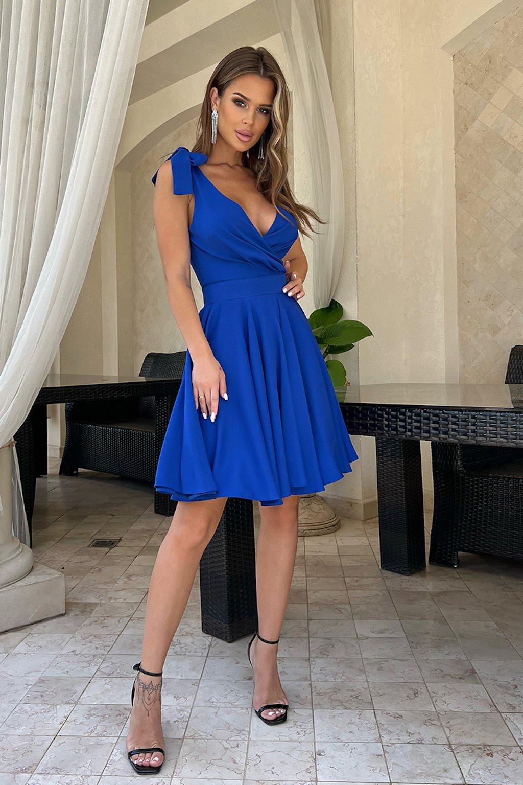 Modré krátke šaty s mašličkami