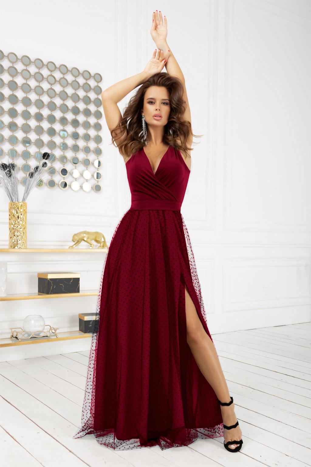 Bordové spoločenské šaty s bodkovanou sukňou