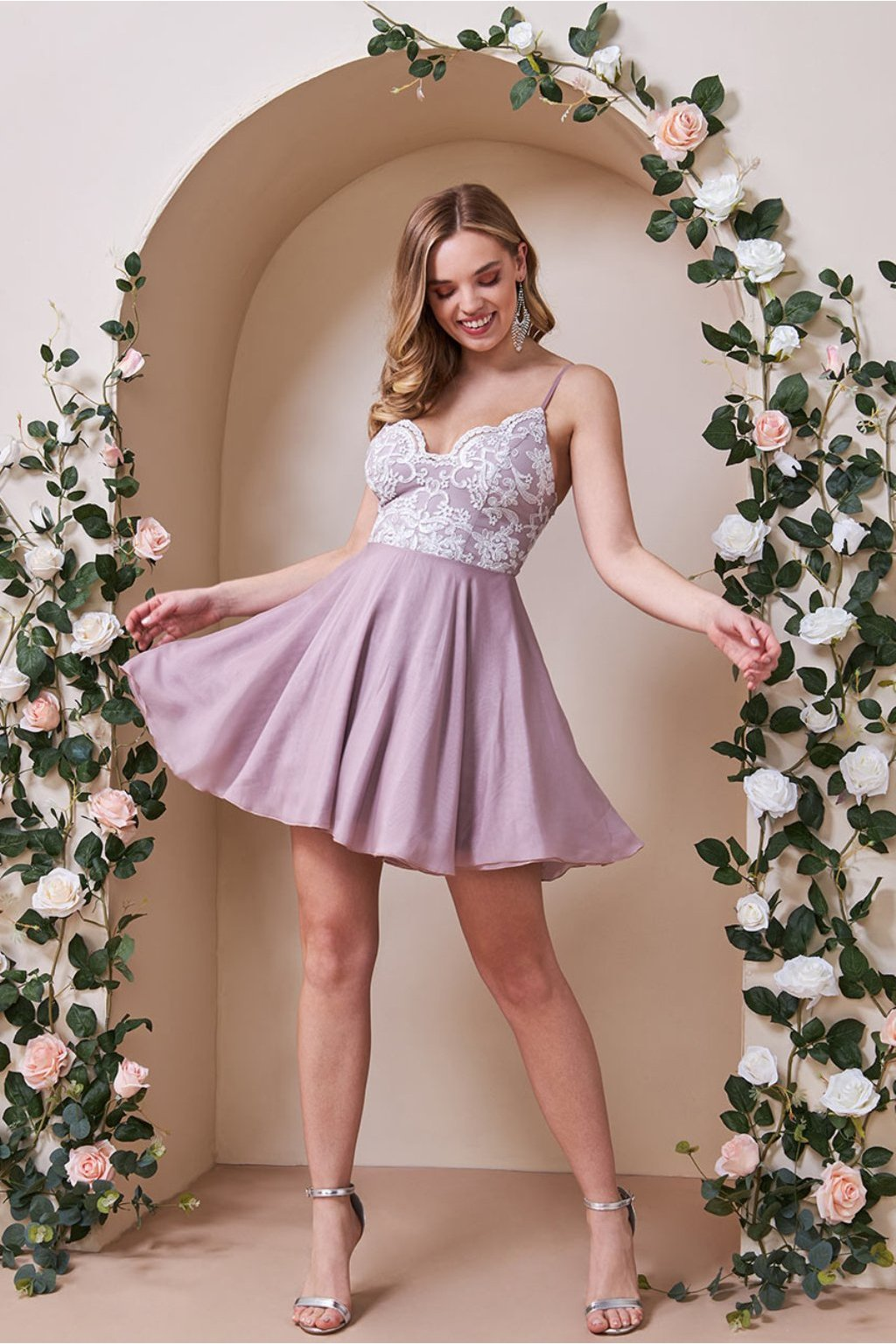 Ružové mini šaty s bielou krajkou