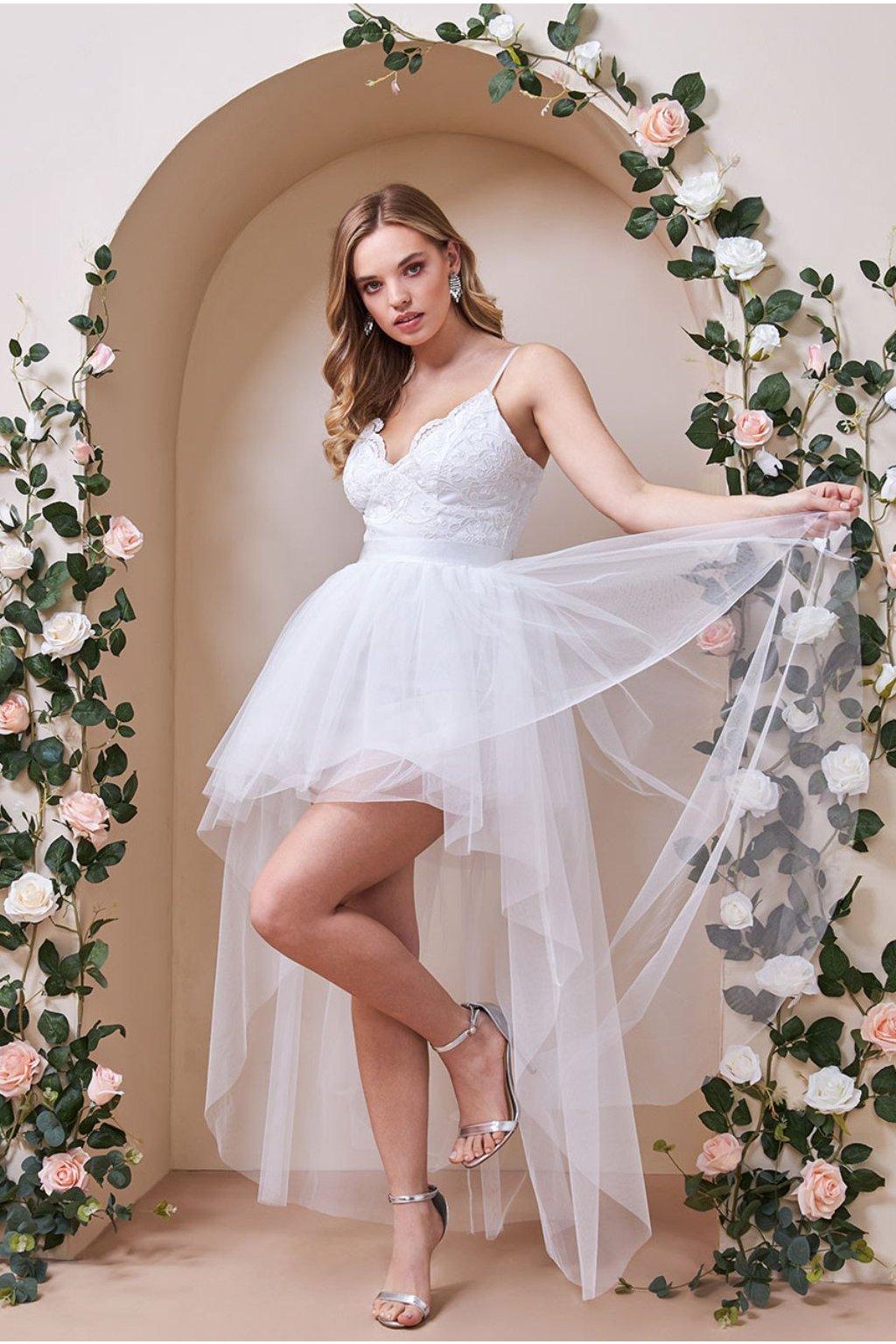 Biele spoločenské šaty s asymetrickou tylovou sukňou
