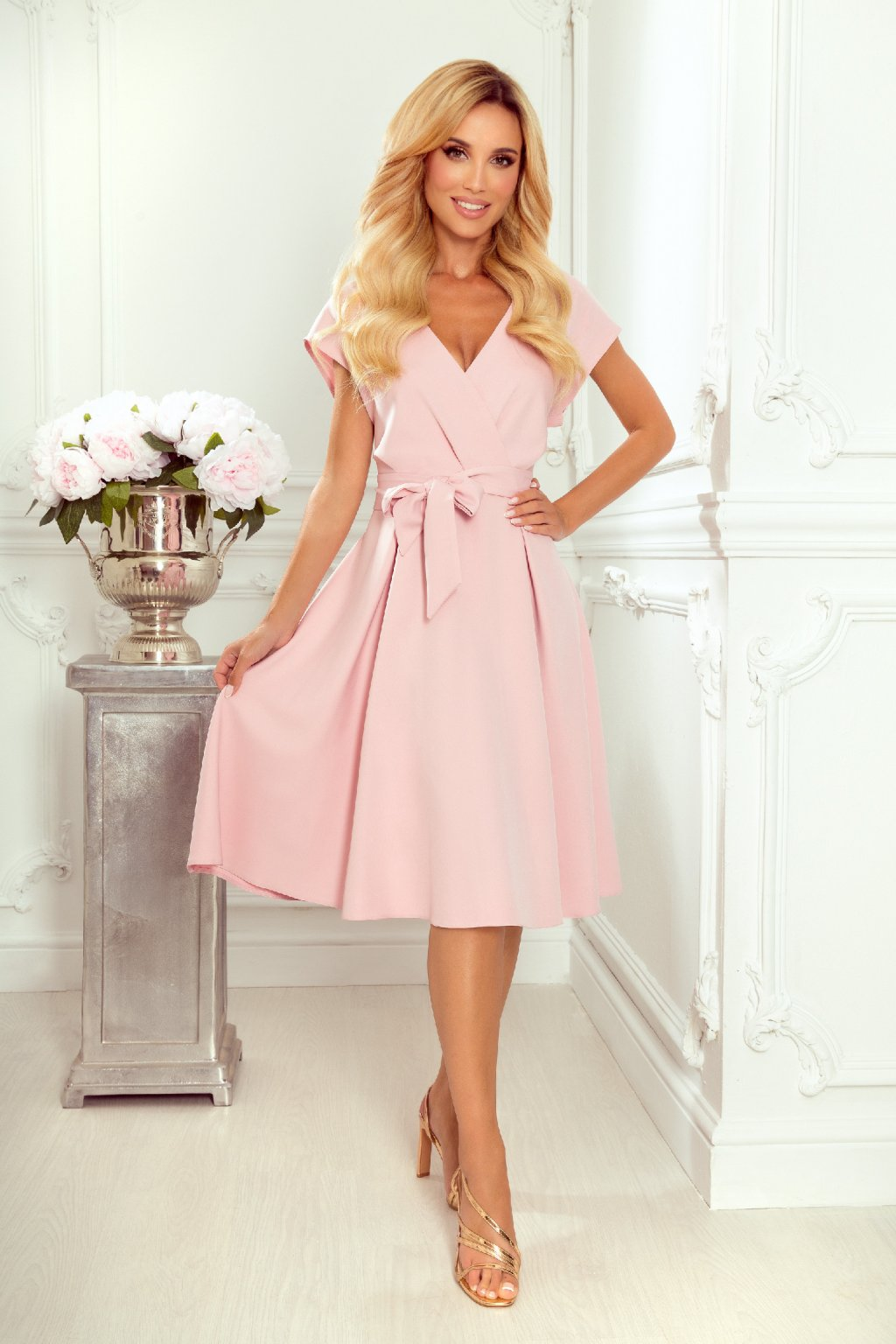 Svetloružové midi šaty s áčkovou sukňou