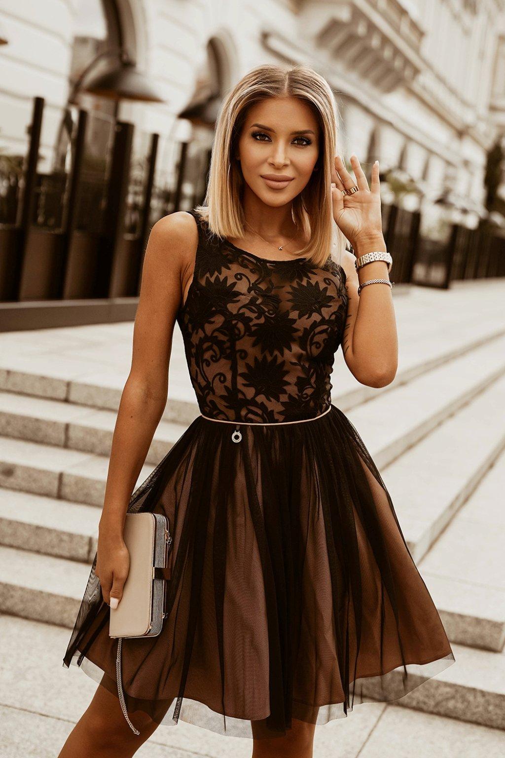 Čierno-hnedé krátke šaty s vyšívanými kvetinkami