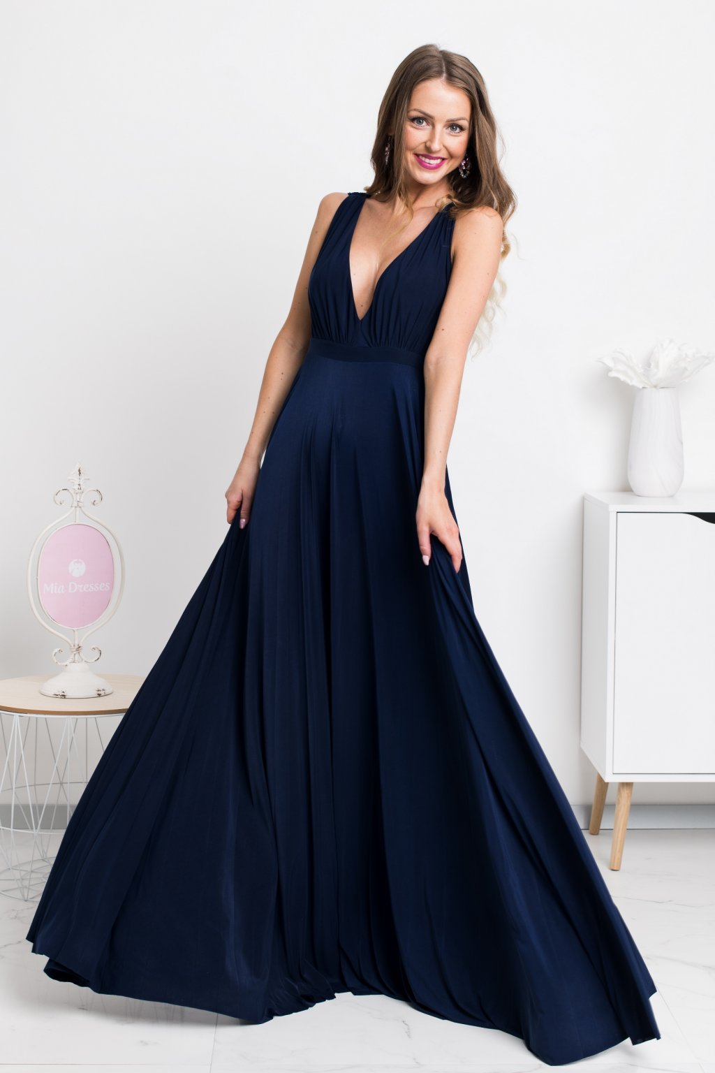 9145aa0d0a6d Tmavomodré spoločenské šaty s plisovanou sukňou - Mia Dresses
