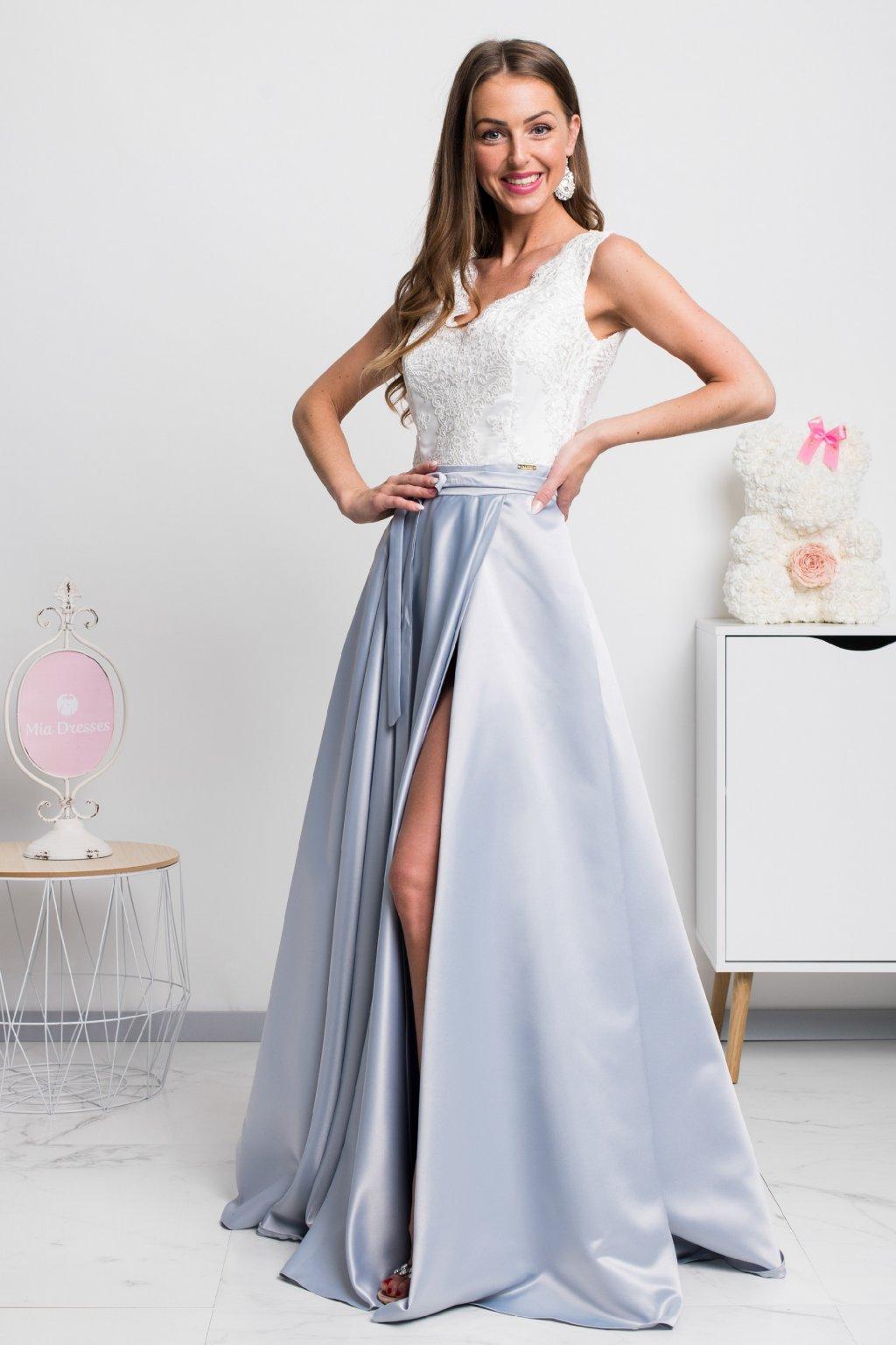 Bielo-strieborné spoločenské šaty so saténovou sukňou