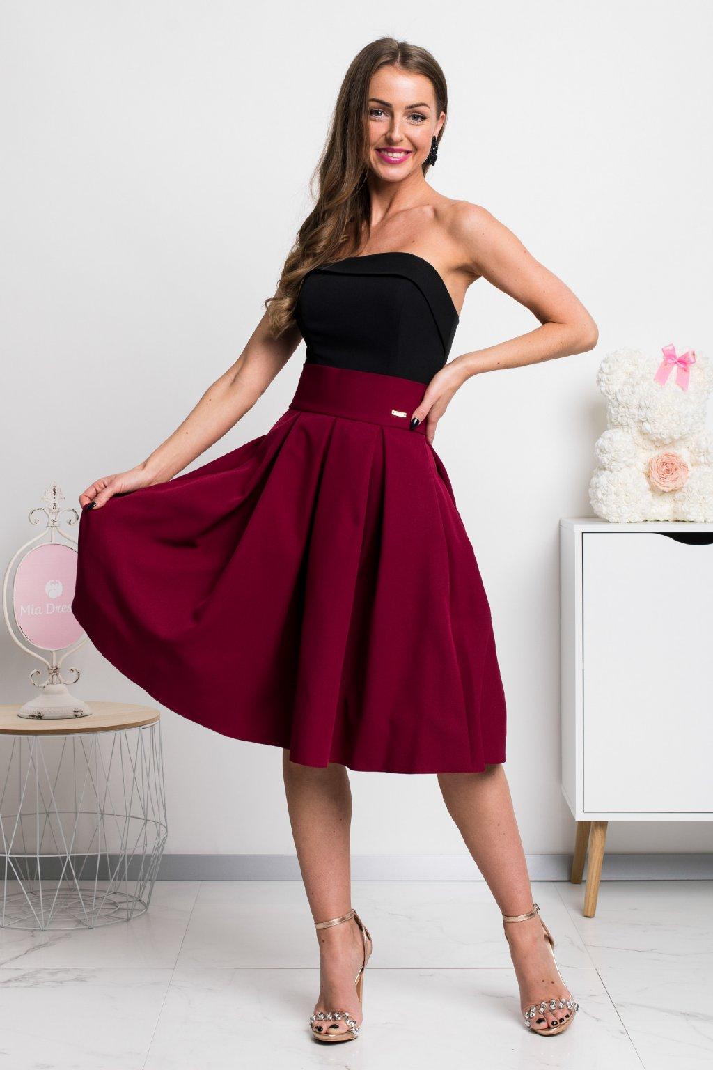 Bordová áčková krátka sukňa