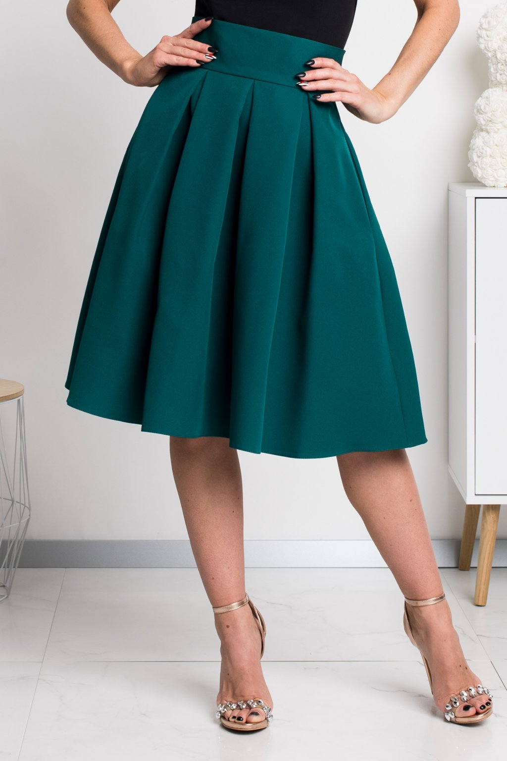 Smaragdová áčková krátka sukňa