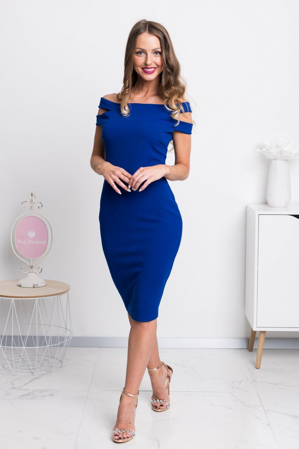 Modré midi šaty spustené na ramená