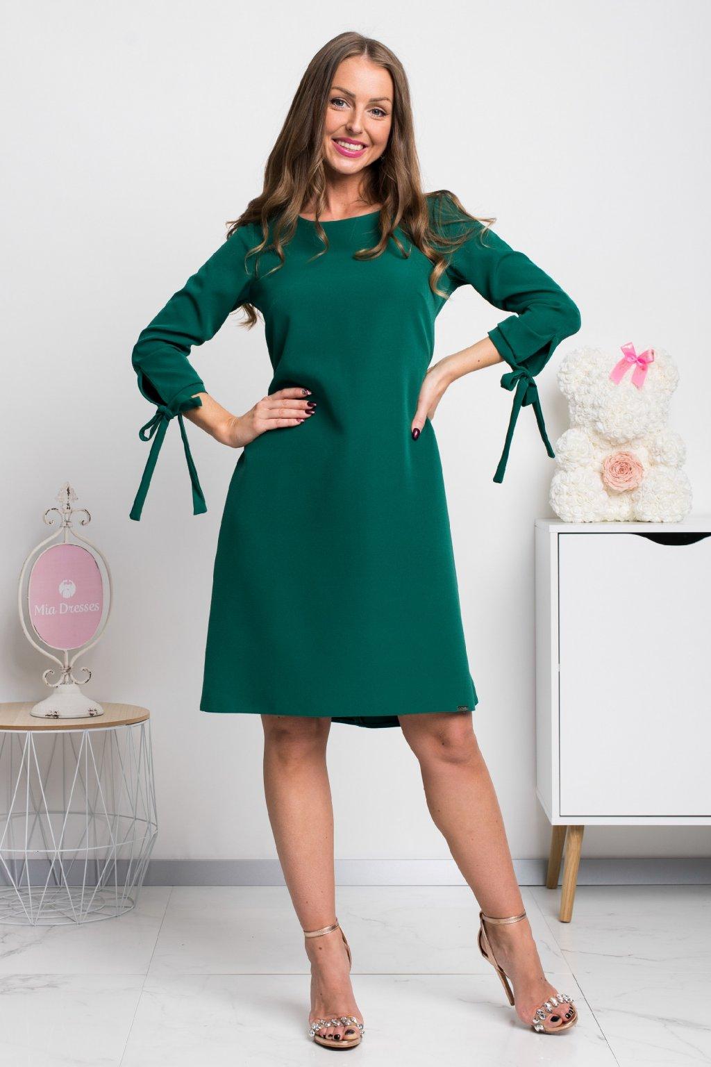 Smaragdové krátke áčkové šaty
