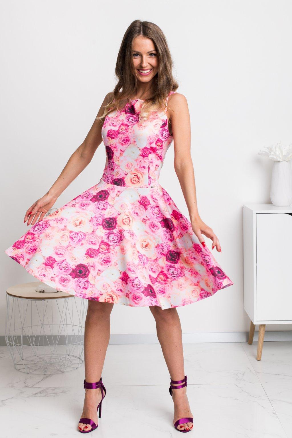 Ružové kvetinové krátke šaty