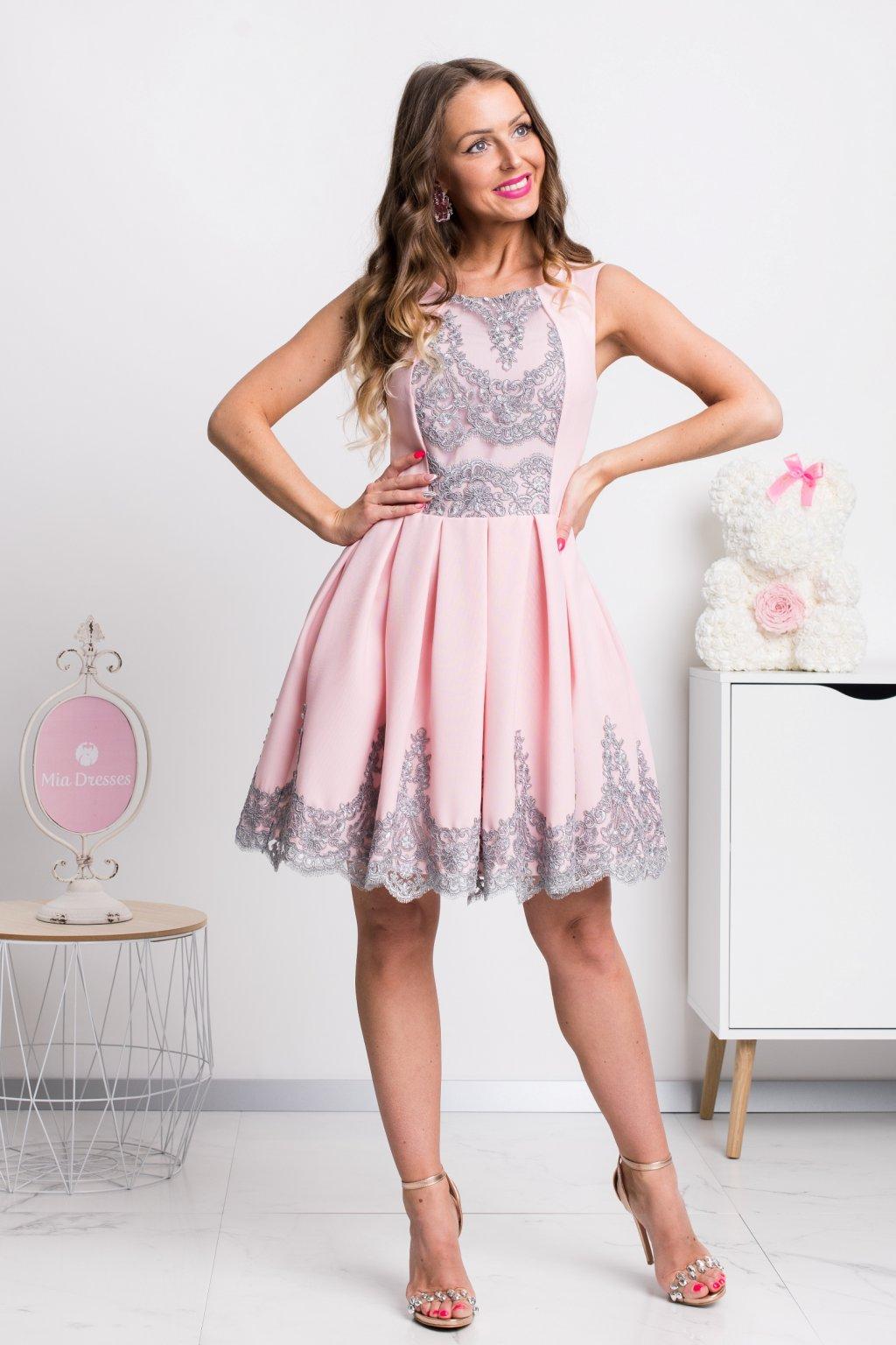 Ružovo-sivé krátke šaty s krajkou