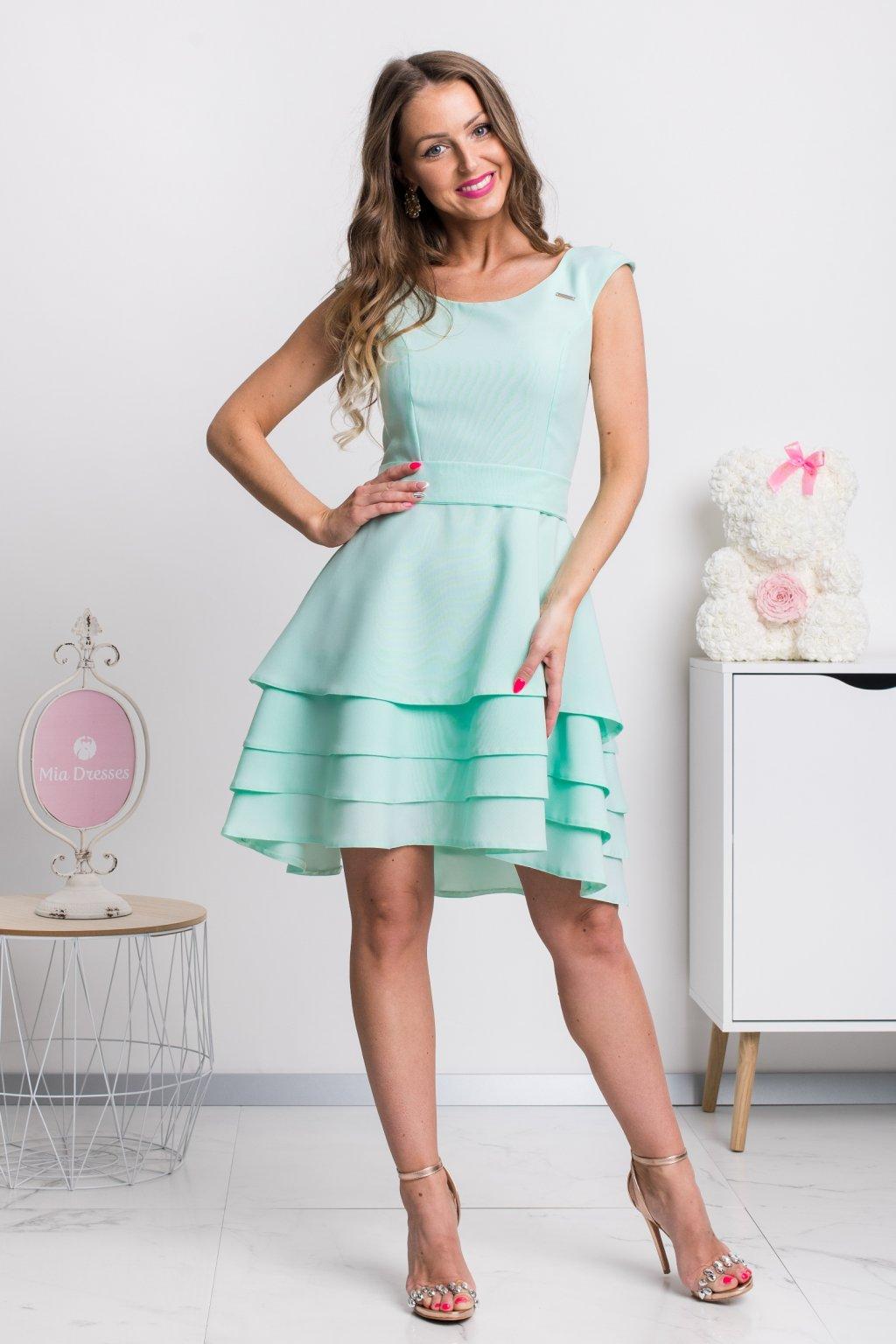 Mentolové krátke šaty s viacvrstvovou sukňou