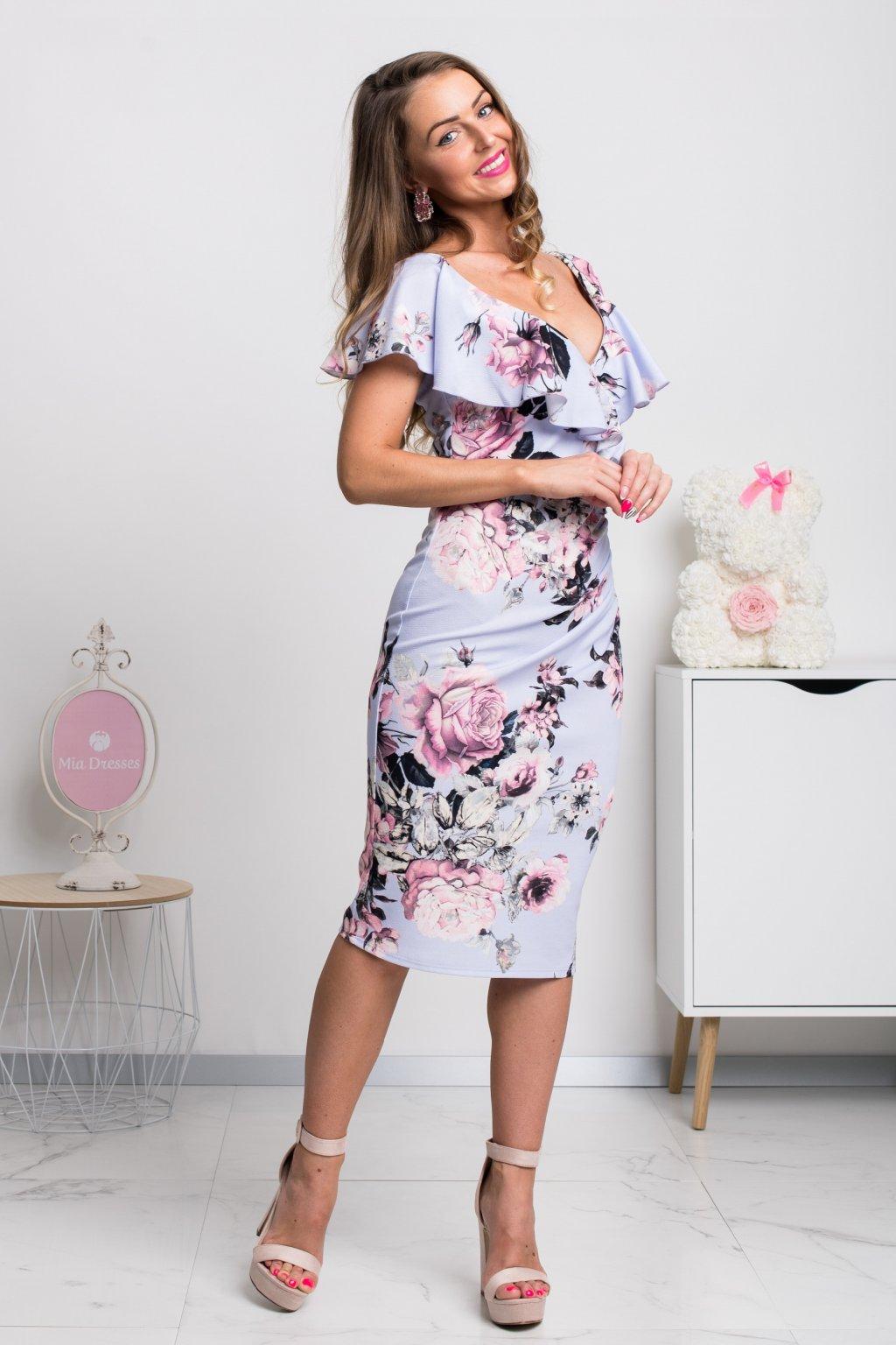 Fialové midi šaty s volánikom a kvetinami