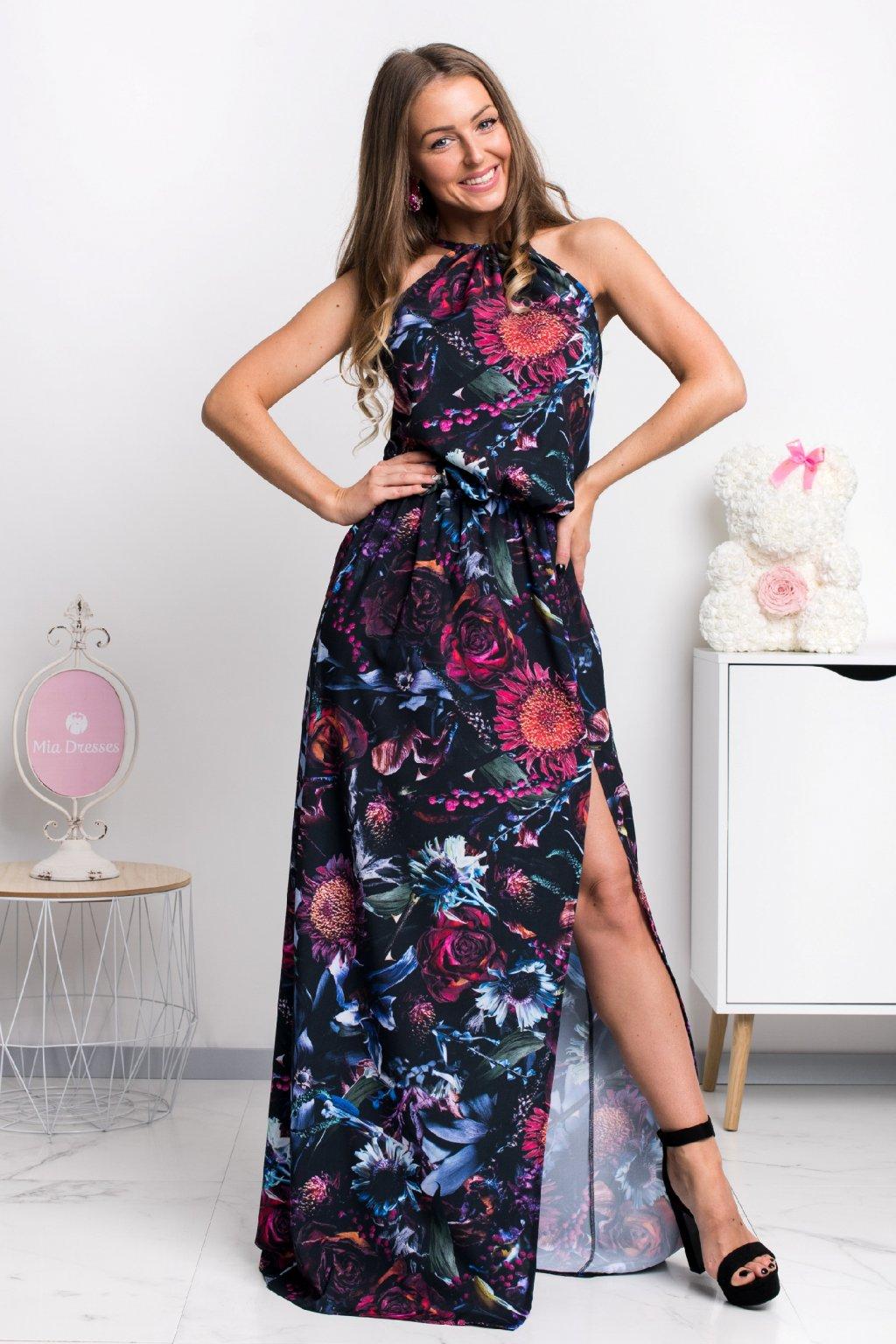 Čierne kvetinové šaty s rozparkom