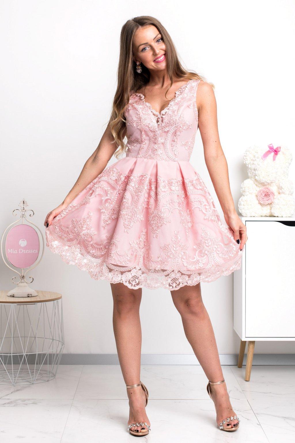 Svetloružové spoločenské mini šaty s krajkou