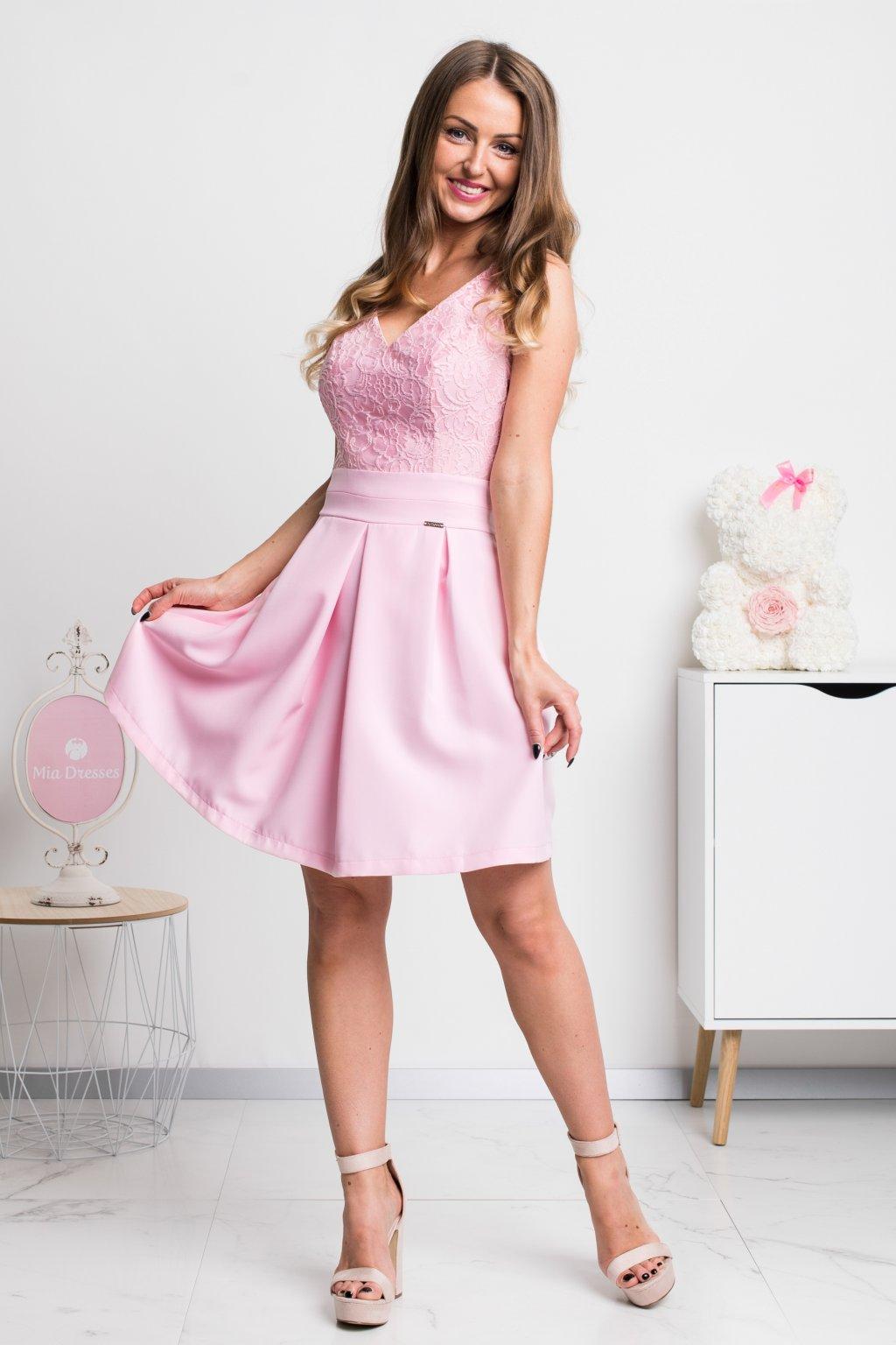 Ružové krátke šaty s čipkou
