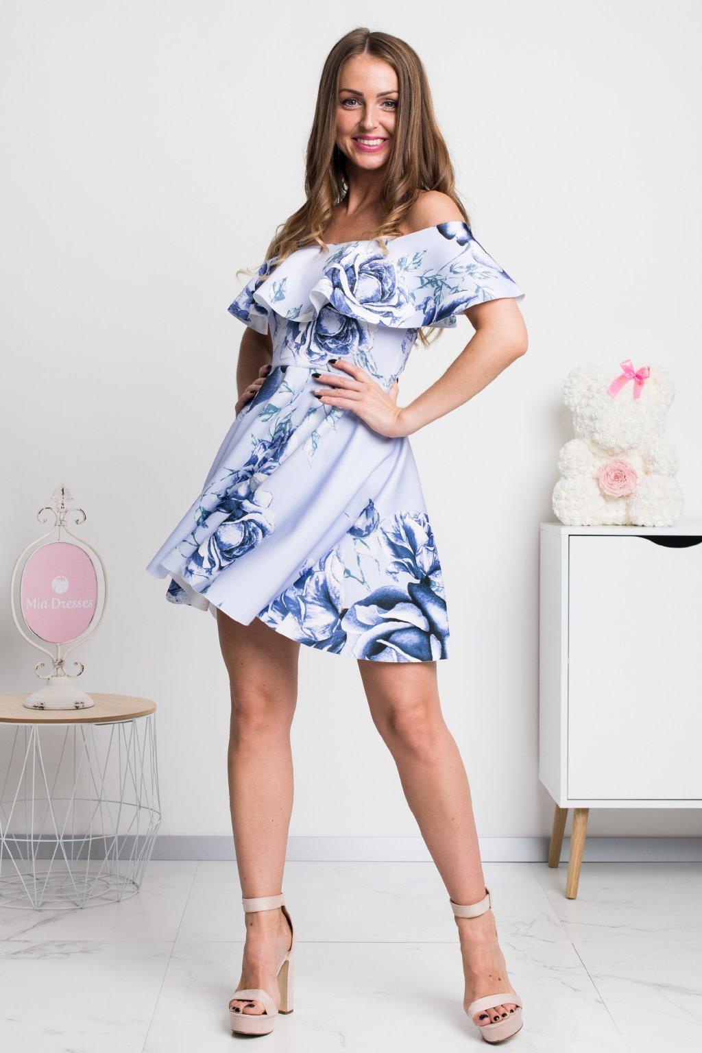 Modrofialové kvetinové šaty s áčkovou sukňou