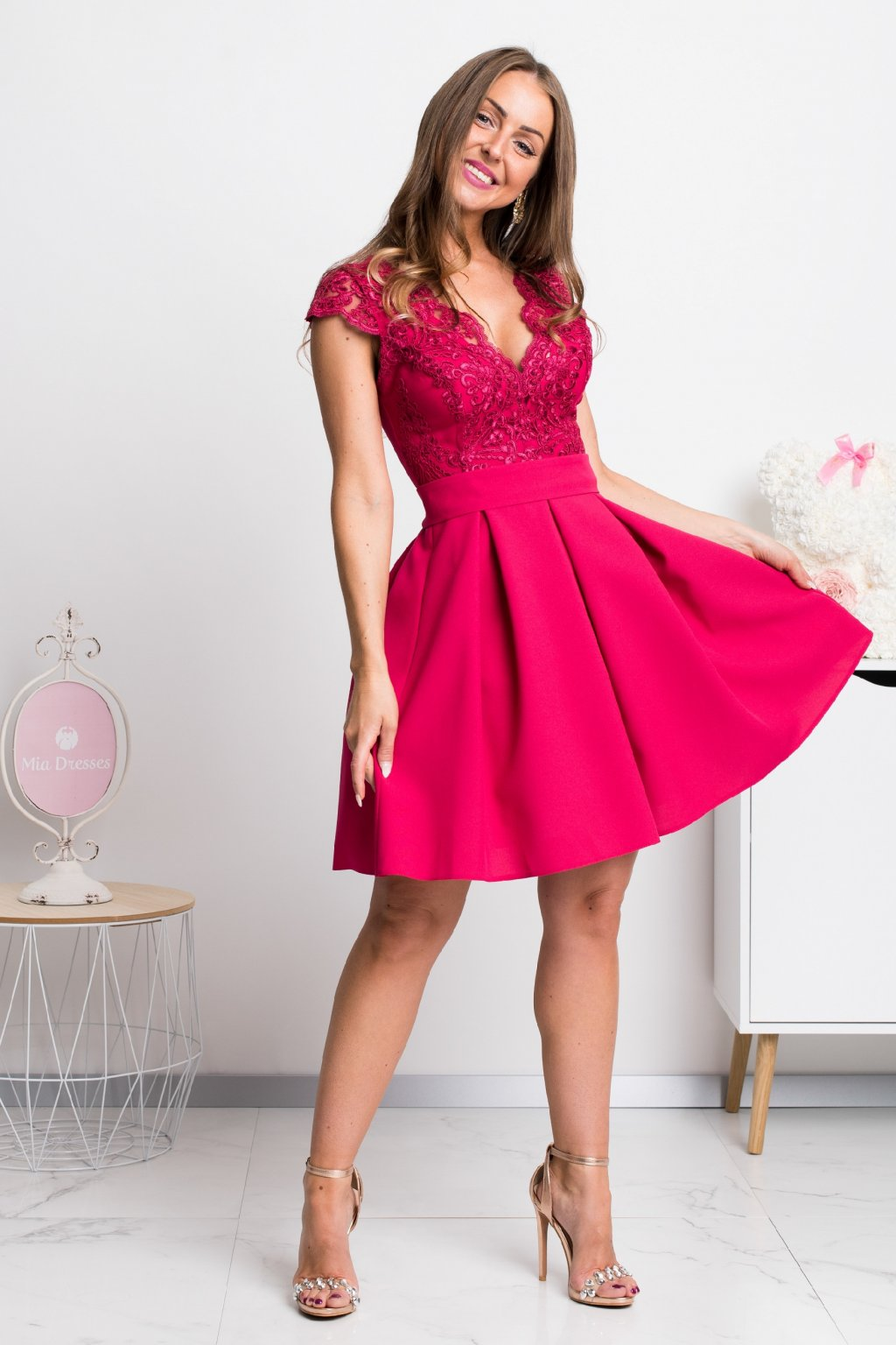 Malinové spoločenské mini šaty s áčkovou sukňou