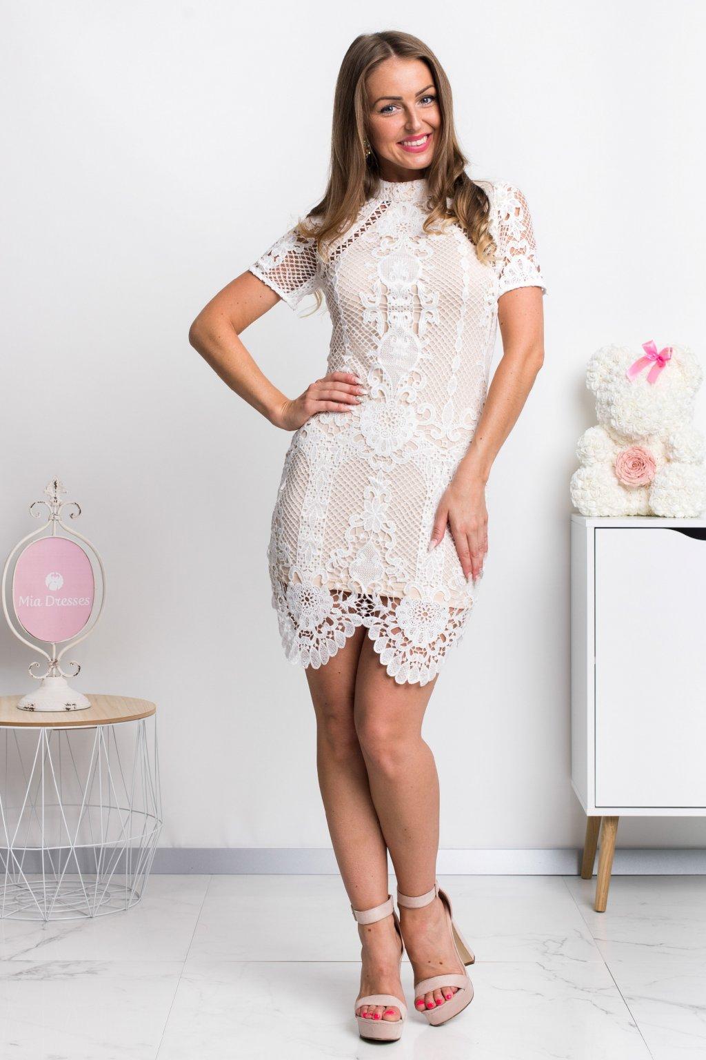 Krajkové mini šaty s telovou podšívkou