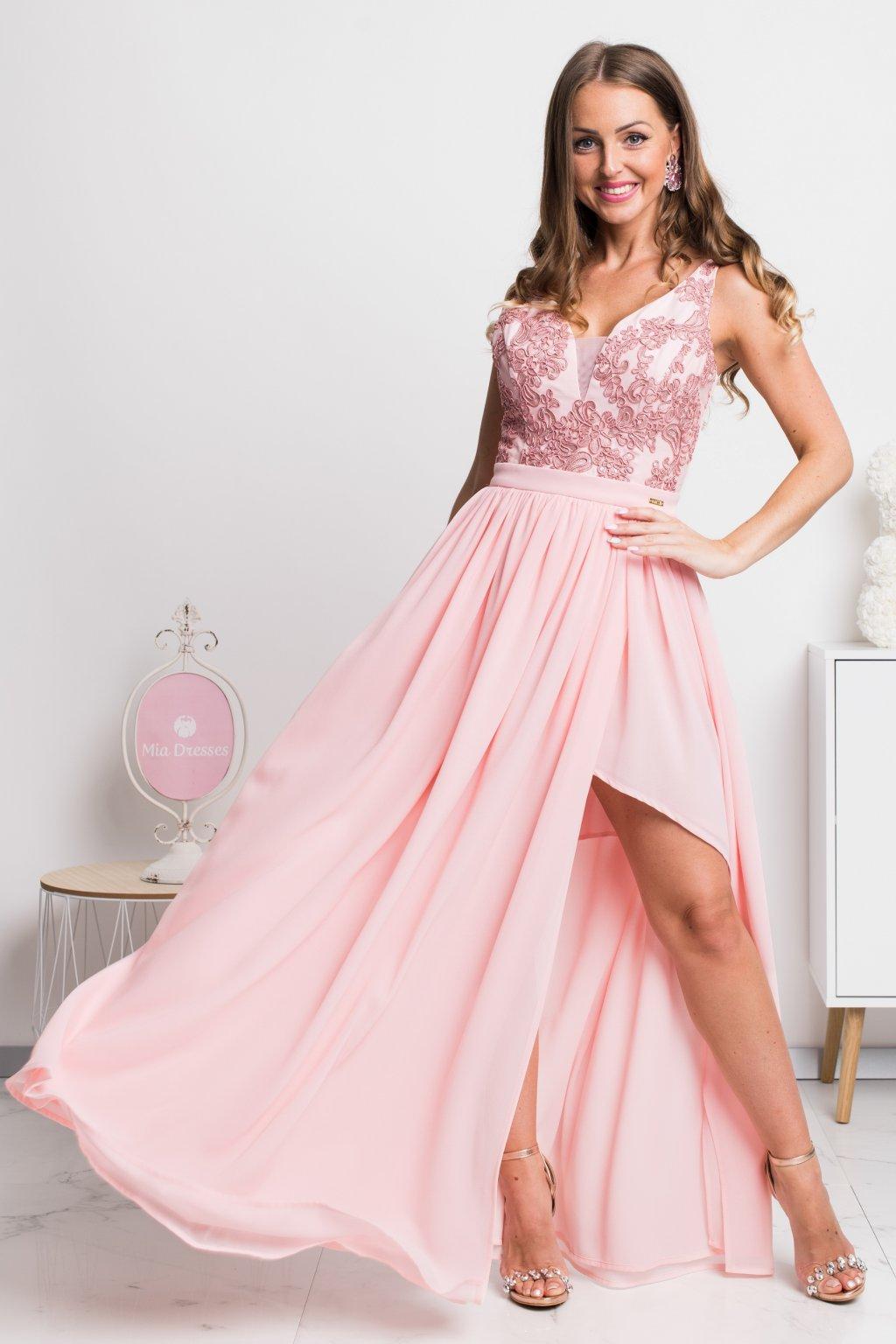 Ružové spoločenské šaty s krajkou