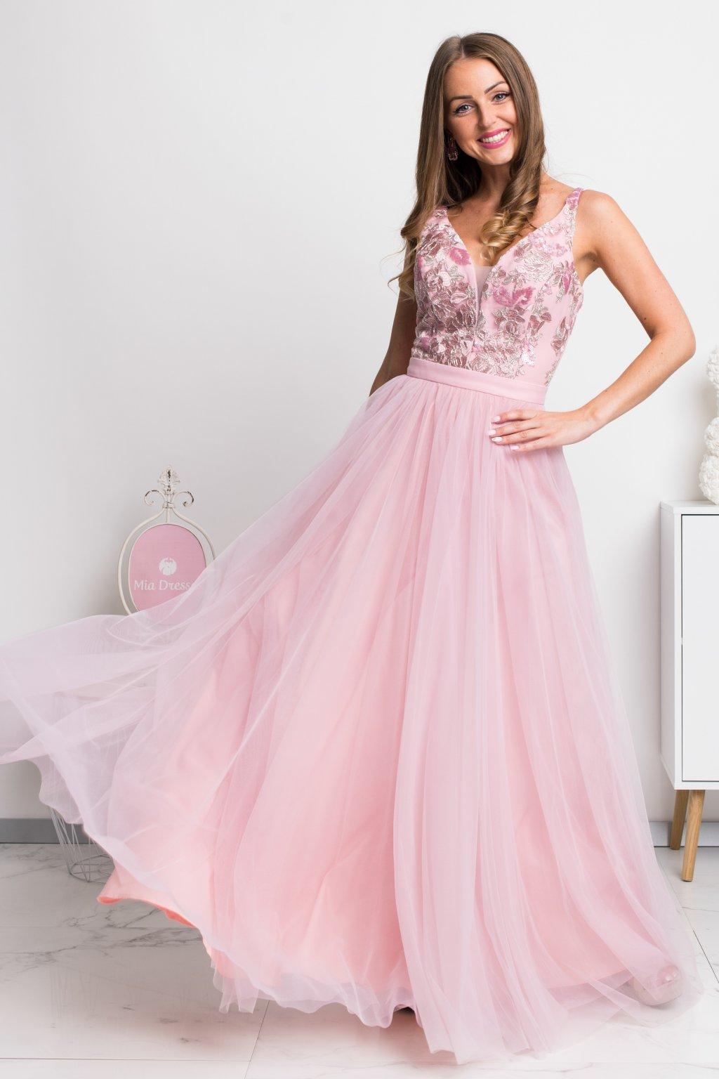 Ružové spoločenské šaty so striebornou krajkou