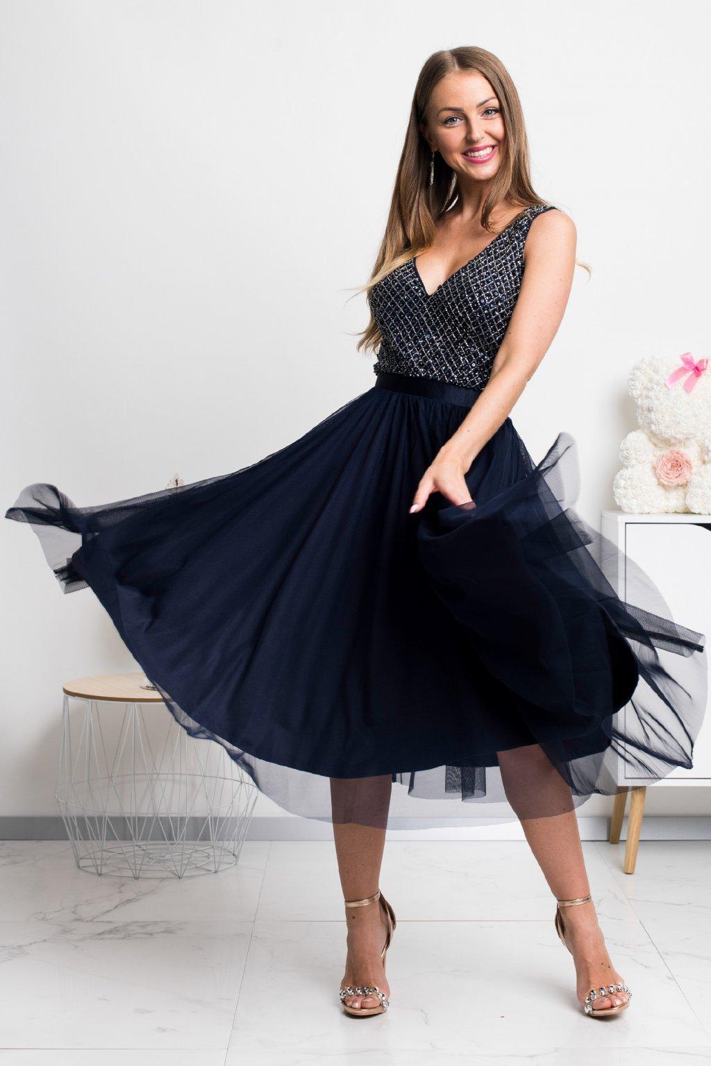 Tmavomodré midi šaty s tylovou sukňou