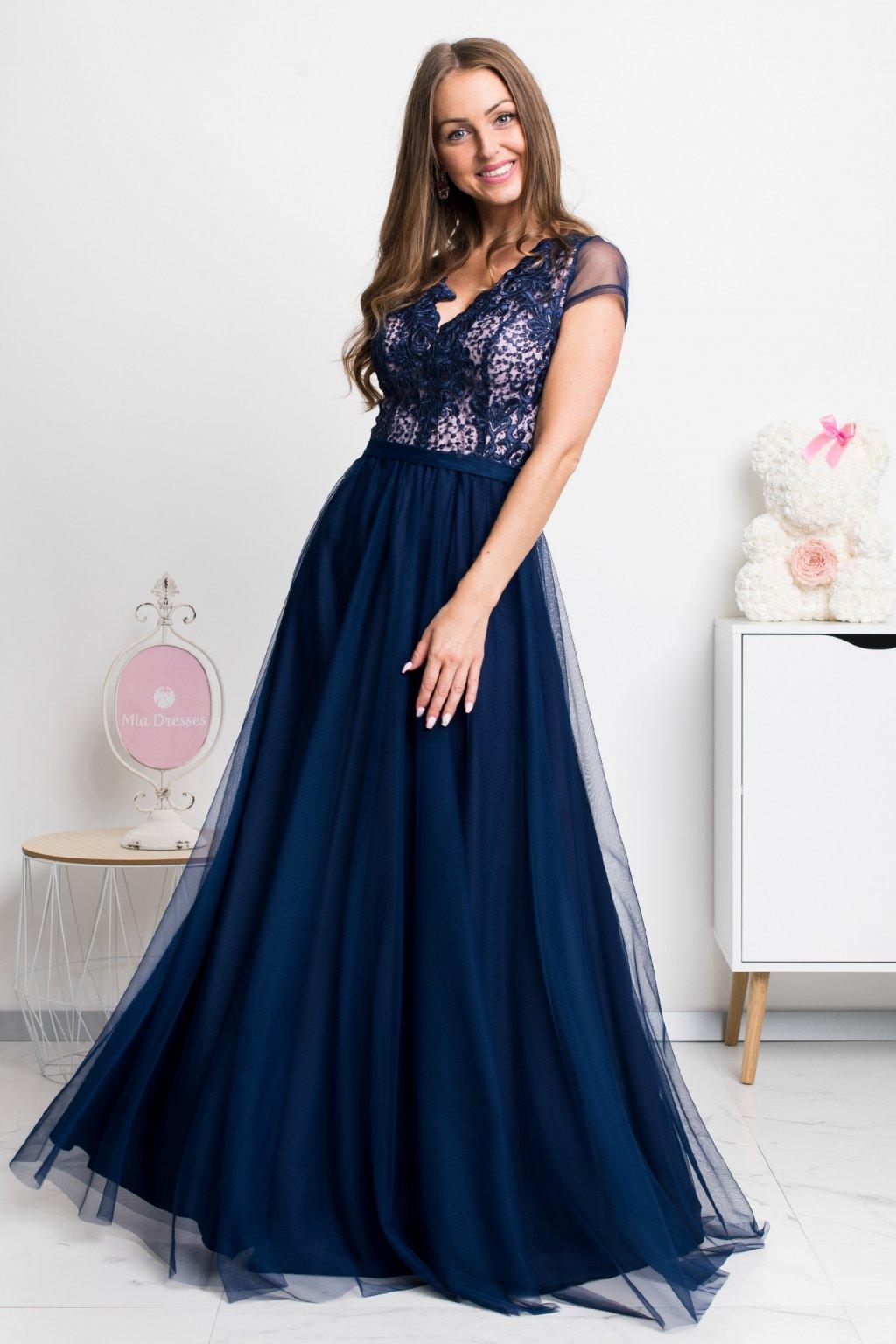 Tmavomodré spoločenské šaty s tylovou sukňou a krajkou