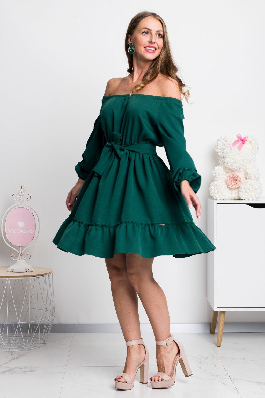 Smaragdové krátke šaty spustené na ramená