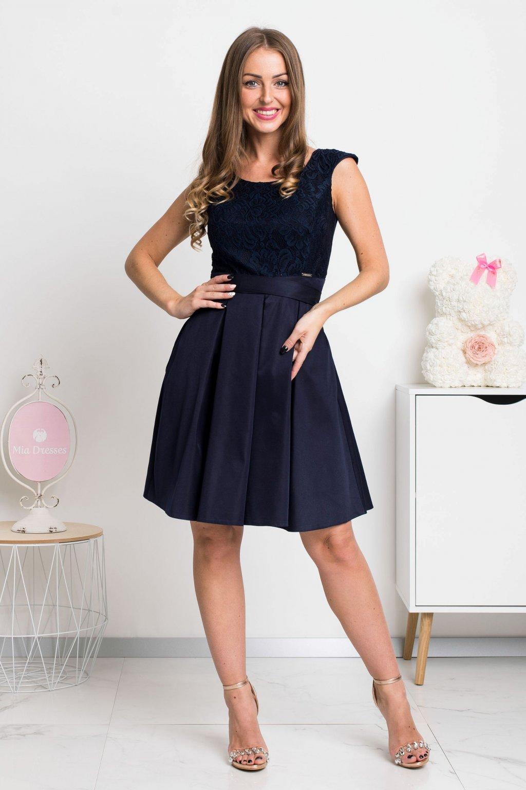 Tmavomodré krátke šaty s čipkou