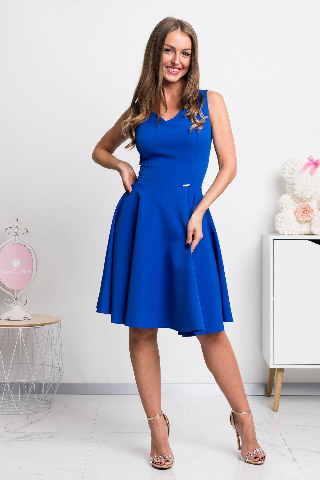 Modré krátke šaty s áčkovou sukňou