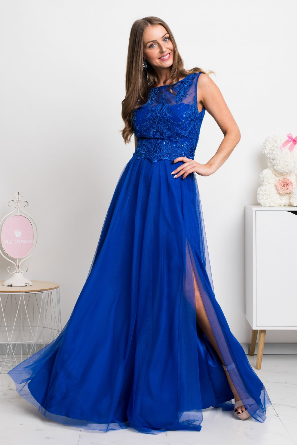 Modré dlhé spoločenské šaty s krajkou