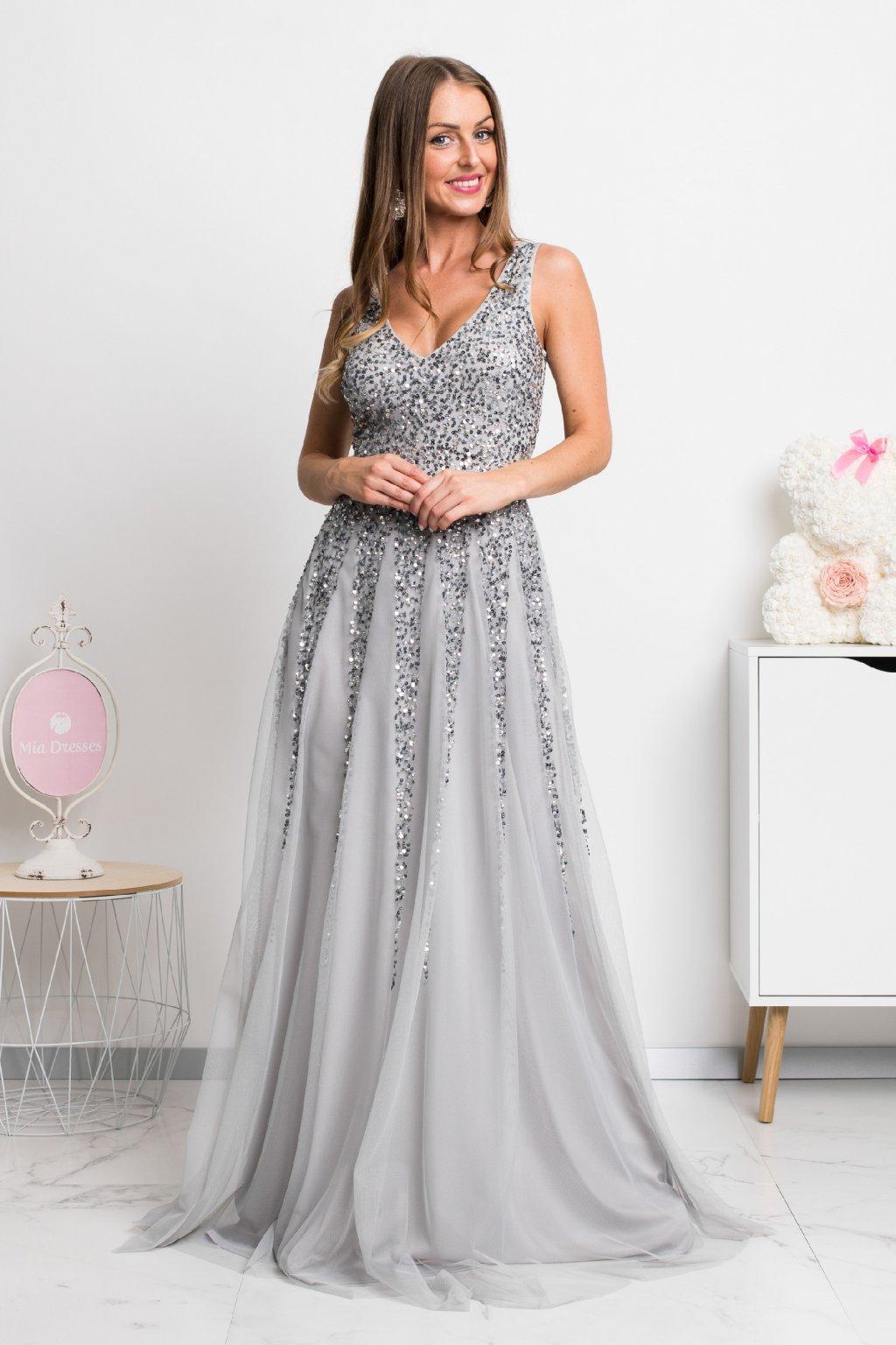 Sivé spoločenské šaty so striebornými flitrami