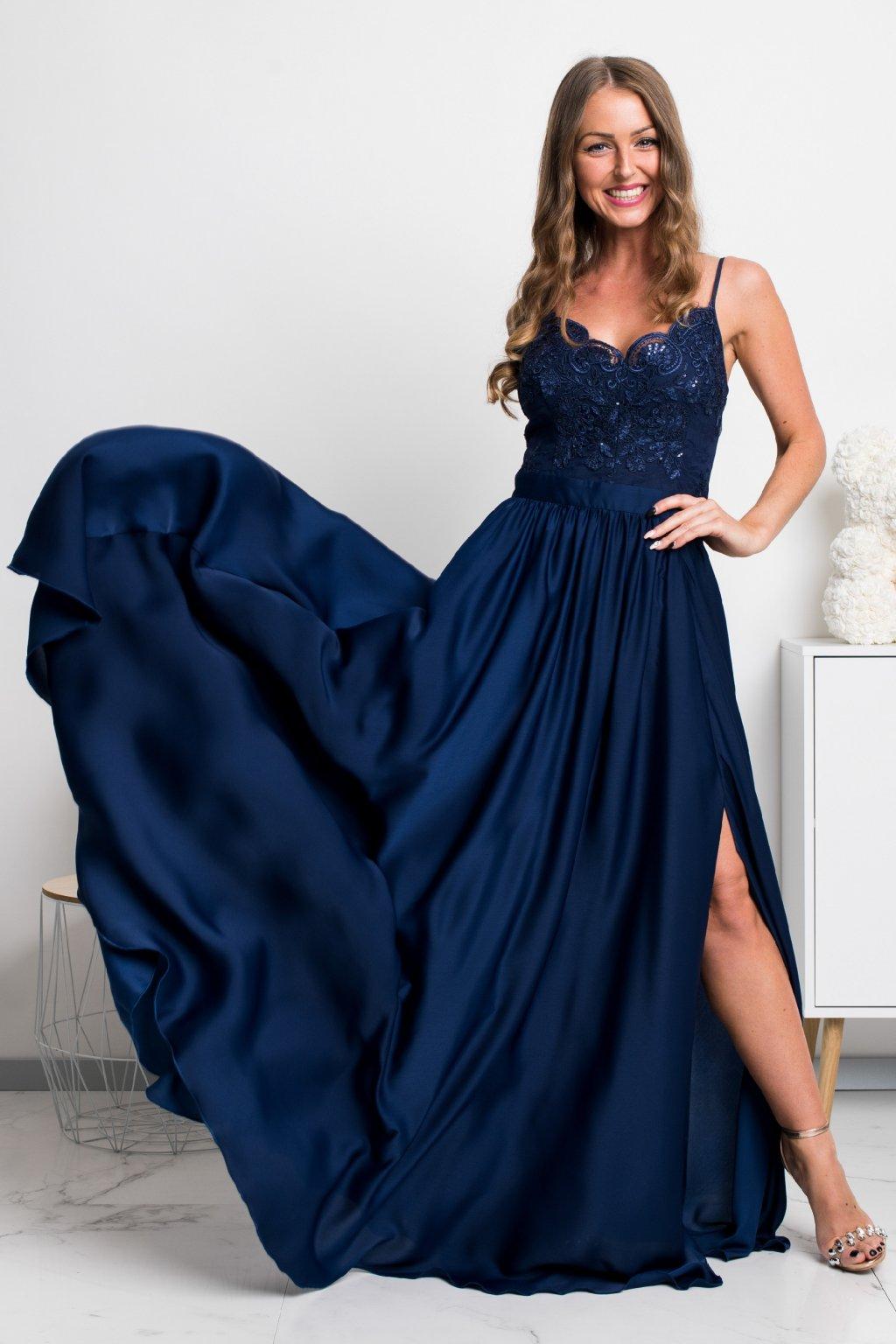 Tmavomodré spoločenské šaty s flitrami a saténovou sukňou