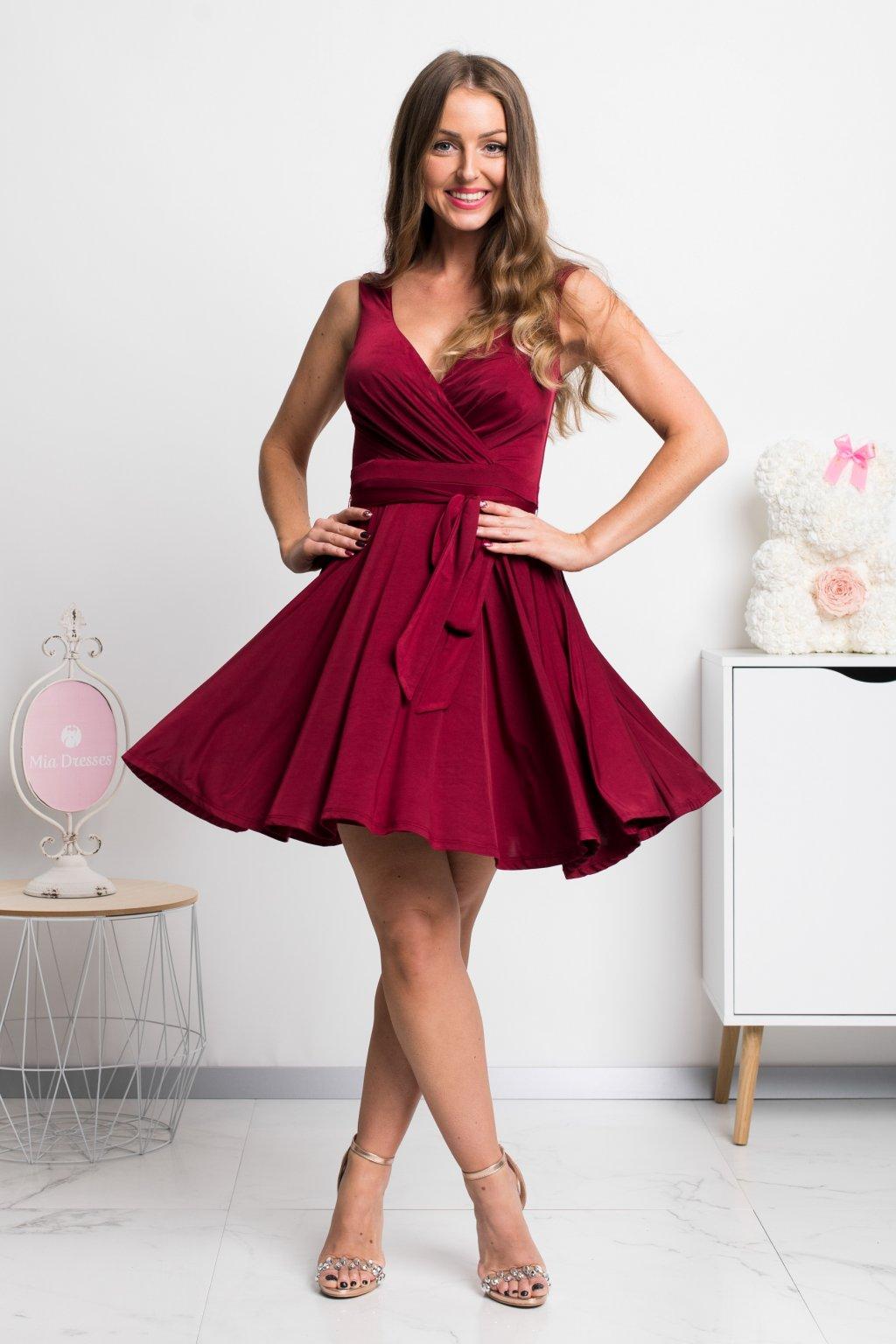 Bordové krátke šaty s áčkovou sukňou