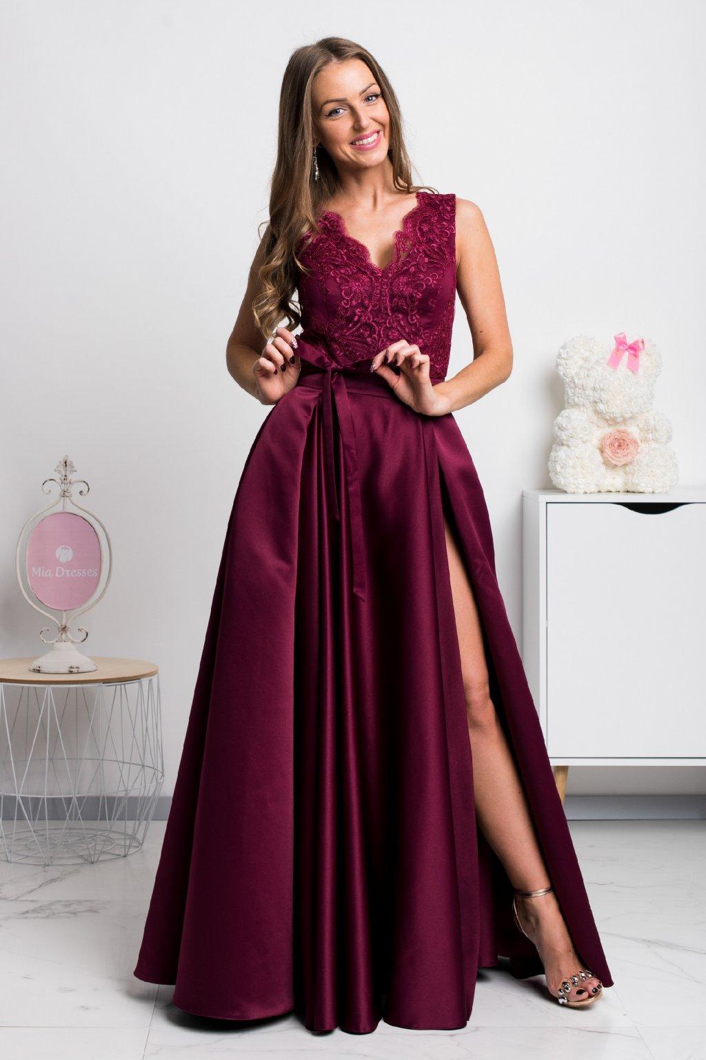 Bordové spoločenské šaty so saténovou sukňou