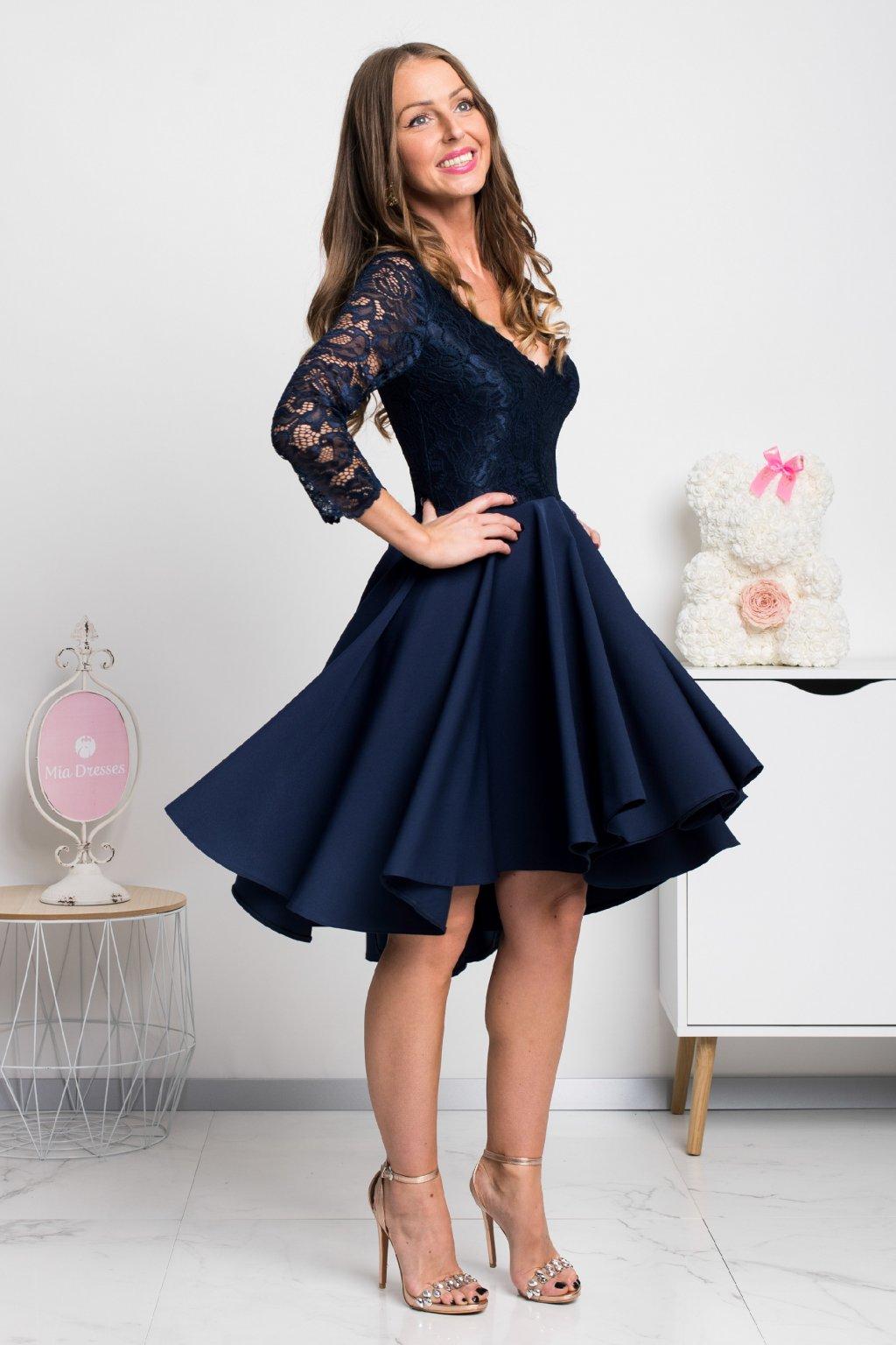 Tmavomodré asymetrické šaty s čipkou