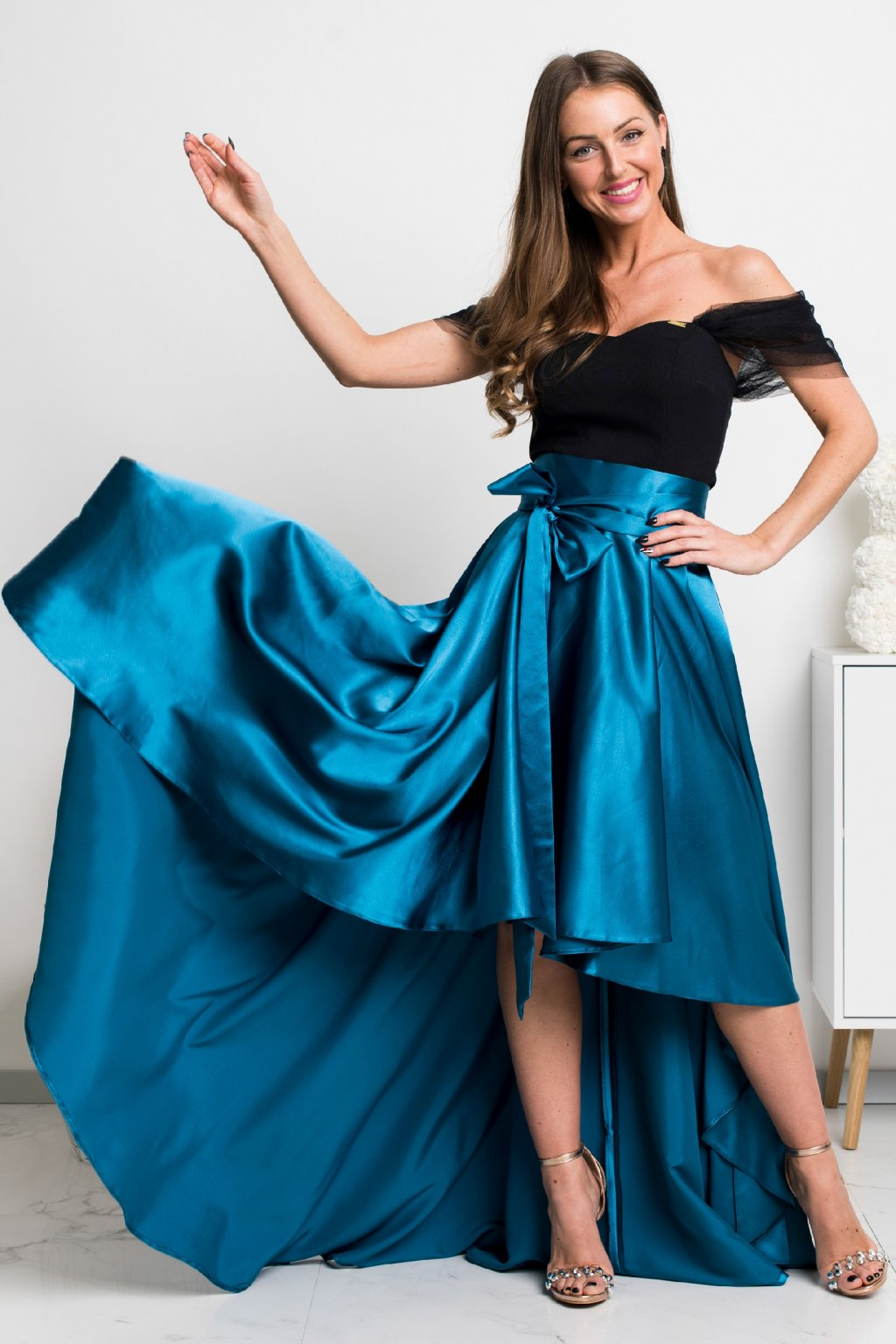 Petrolejová saténová asymetrická sukňa