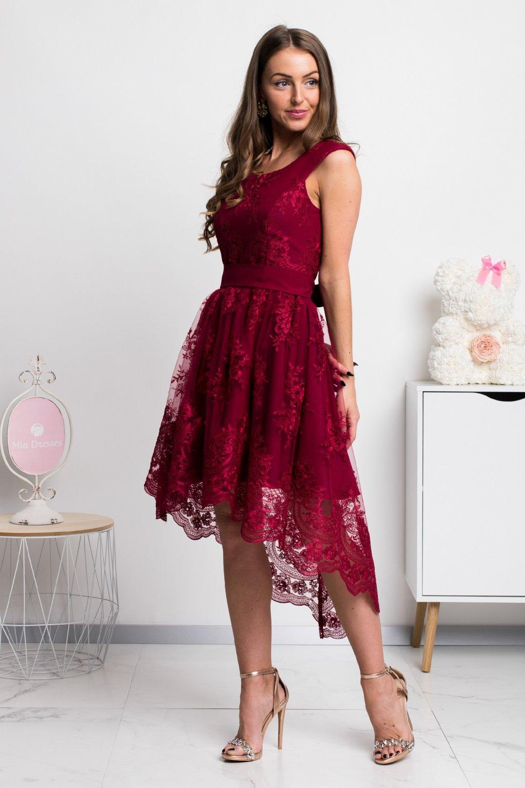 Bordové asymetrické šaty s krajkou