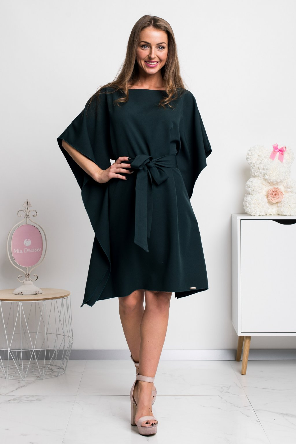 Tmavozelené krátke šaty s voľnými rukávmi