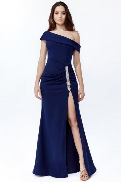 Tmavomodré spoločenské šaty so štrasovým doplnkom