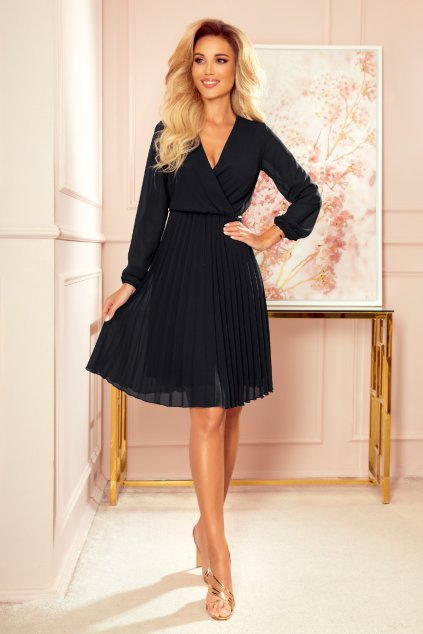 Čierne krátke šaty so skladanou sukňou