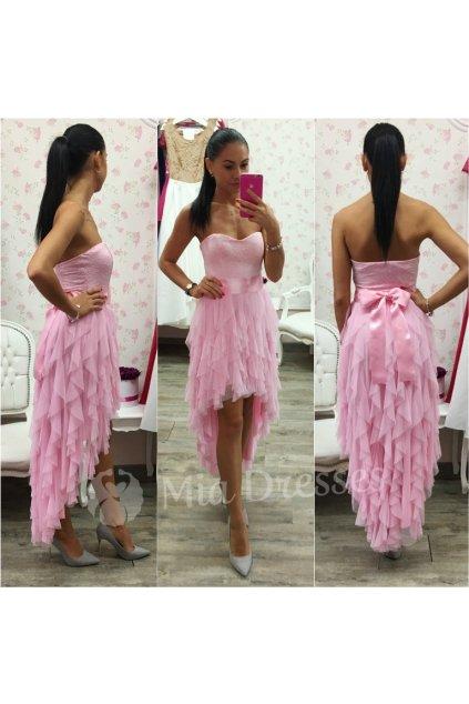 Ružové asymetrické šaty so stuhou