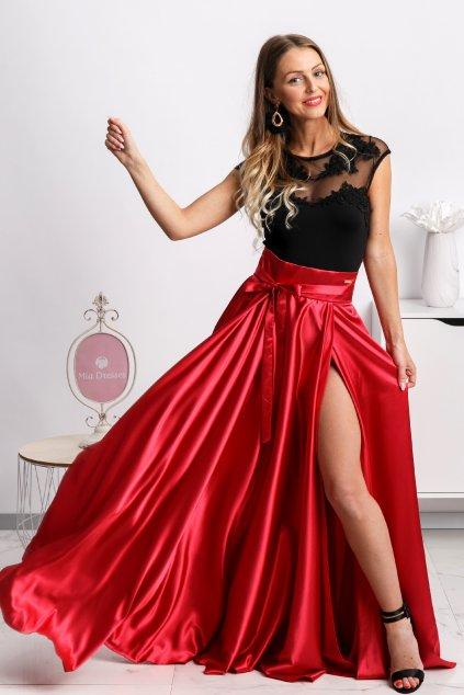 Červená saténová sukňa s rozparkom