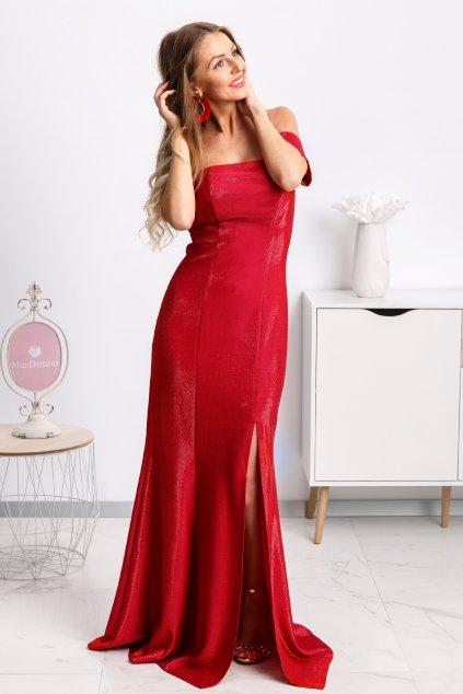 Červené trblietavé šaty spustené na ramená