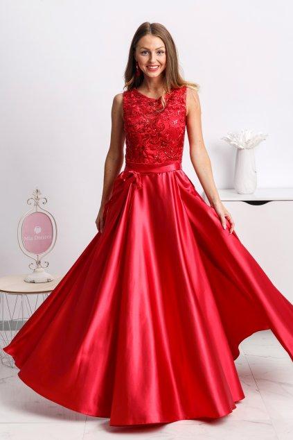 Červené spoločenské šaty so saténovou sukňou a rozparkom