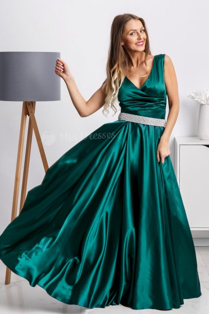 Smaragdové spoločenské šaty so štrasovým opaskom