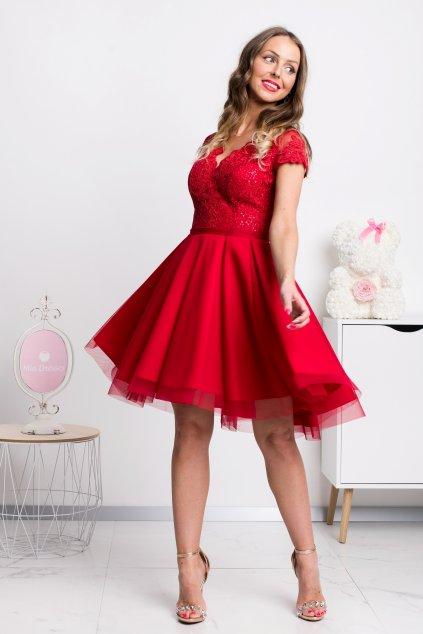 Červené krátke šaty s tylovou sukňou a krajkou