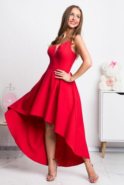 Červené asymetrické šaty