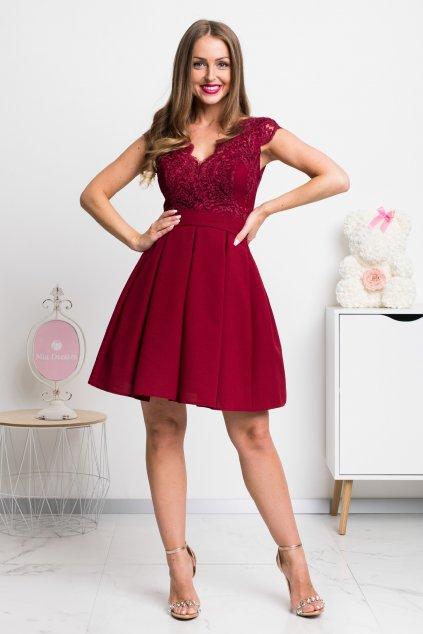 Bordové spoločenské mini šaty s áčkovou sukňou