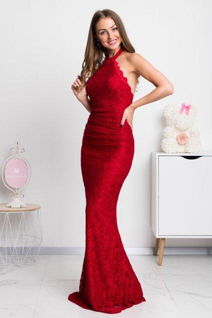 Červené čipkované šaty s odhaleným chrbtom